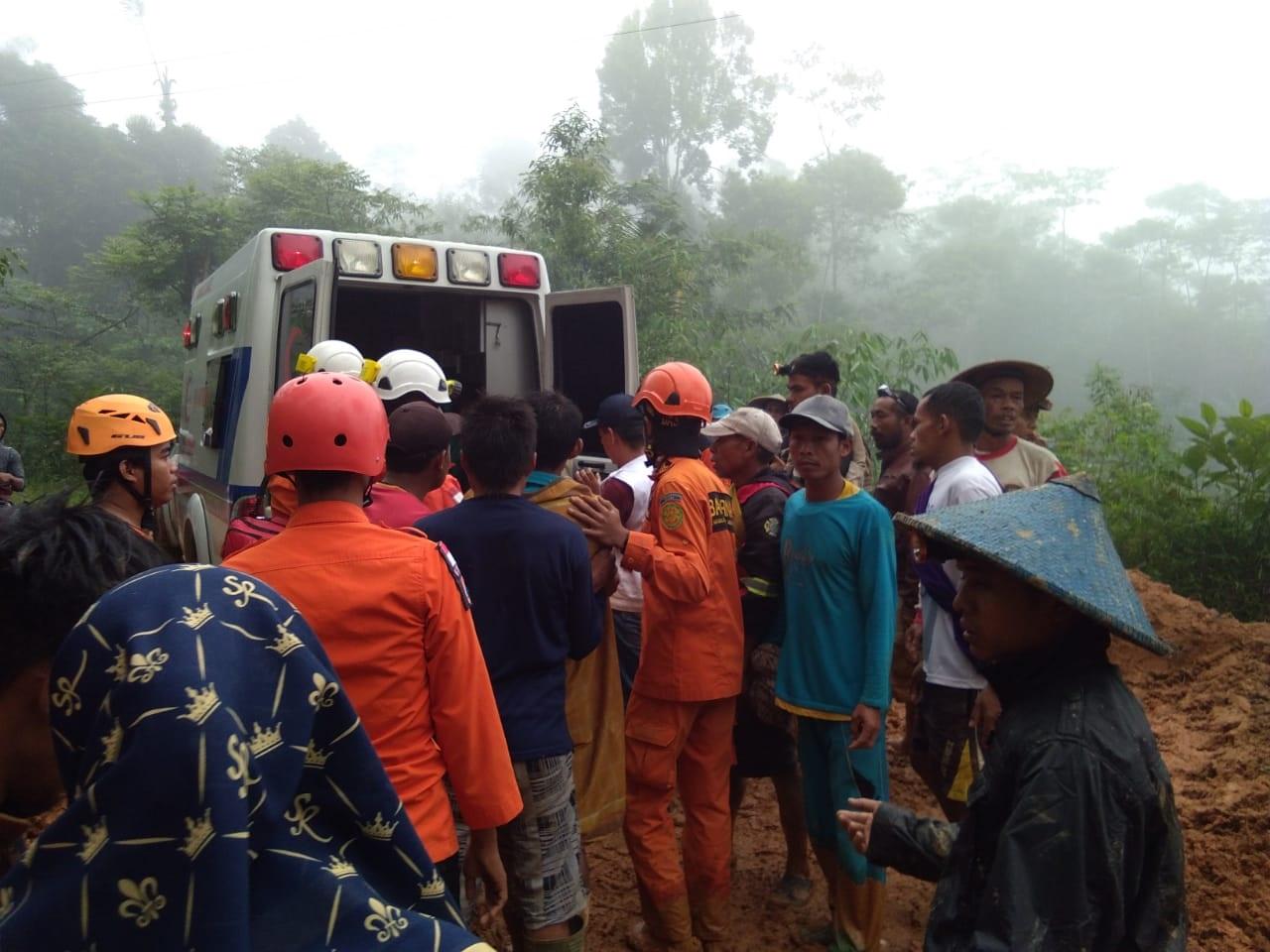 Evakuasi korban longsor citorek