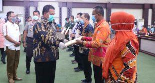 Gubernur Arinal Serahkan Bantuan Tahap Awal APD untuk Penanganan Covid-19