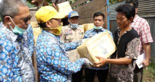 Riana Sari Arinal Serahkan Bantuan Sembako untuk Korban Banjir di Teluk Betung Timur
