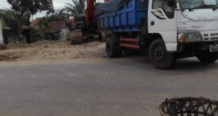 Gara-Gara Urugan Tanah Pembangunan Proyek di Desa Rajeg Kec. Rajeg Rawan Kecelakaan
